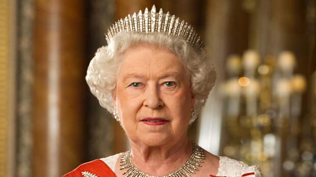 Королева Елизавета II впервые увидела дочь принца Гарри и Меган Маркл