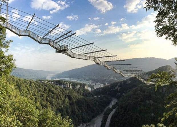 10 головокружительных подвесных мостов, пугающих путников до дрожи
