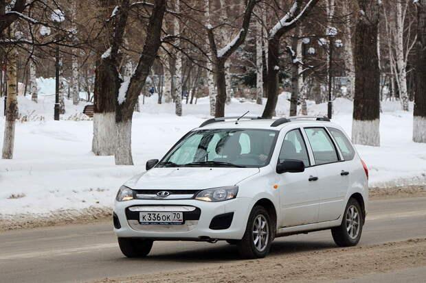 Lada Kalina II in Tomsk.JPG