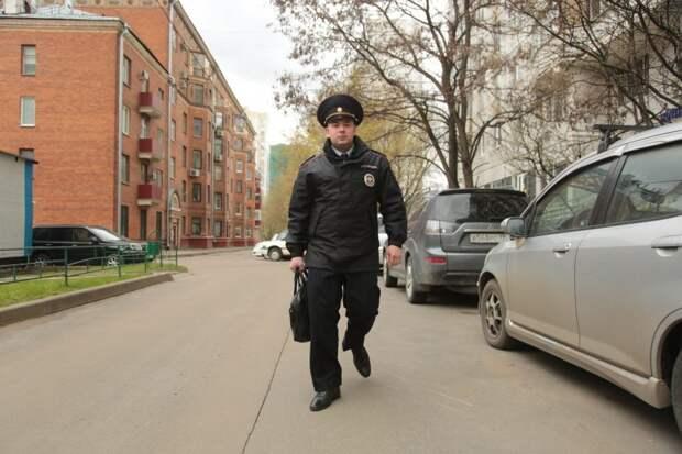 Участковый из Хорошёвского обезвредил вооружённого мужчину в торговом центре