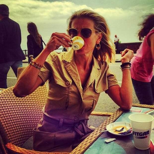 Юлия Высоцкая рассказала о начале их с Андреем Кончаловским отпуске в Париже
