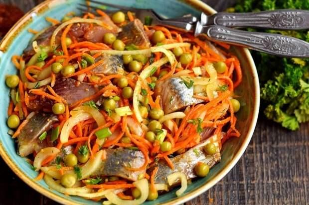 Пикантный вкусный салат с сельдью