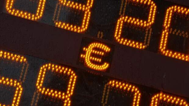Евро вырос до 90 руб. в начале сентября текущего года