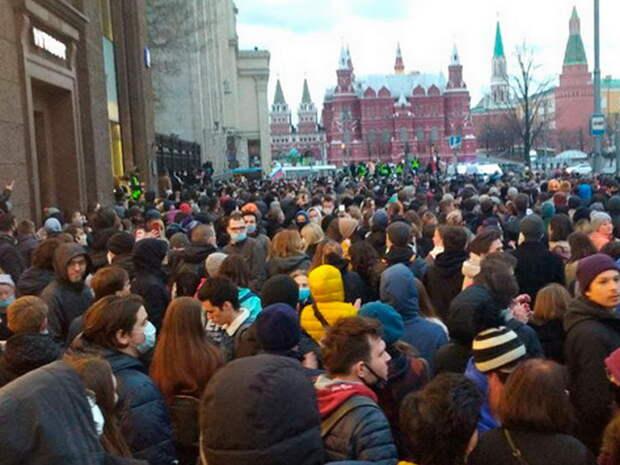 Несанкционированные акции в Москве: перекрыта Манежная площадь, начались задержания