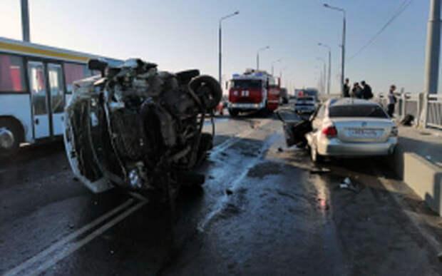 Приступ и выезд на встречку — в ДТП на мосту пострадали 10 человек
