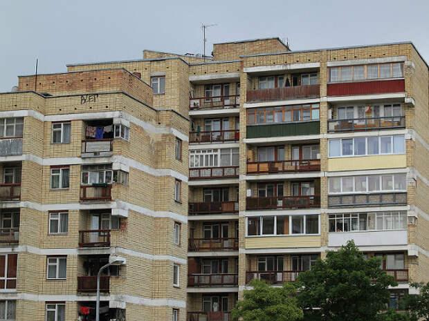 В Калининграде 3-летний мальчик трое суток провел в квартире наедине с мертвыми родителями