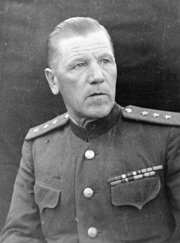 Как генерал Горбатов палку об «особиста» сломал за то, что тот дом вдовы разобрать намеревался, дабы особый отдел обустроить