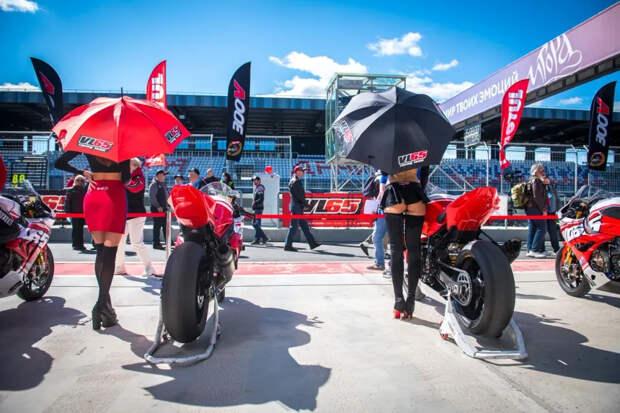 Мотогонки, мопед и битва титанов на «Игора Драйв»: второй этап чемпионата Motoring 2021 прошел в Петербурге