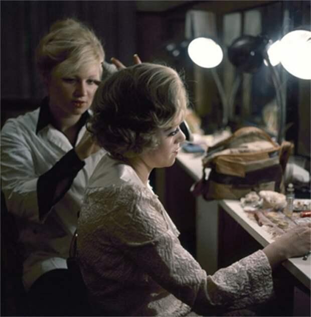 Перед выходом на сцену, 1976 год.