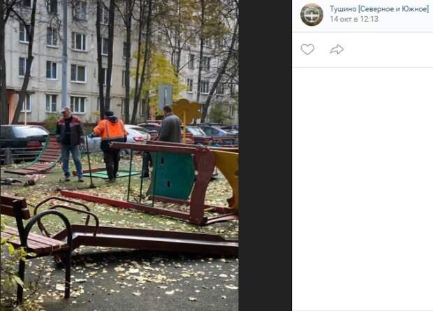 На улице Фомичевой убрали подгнившую горку