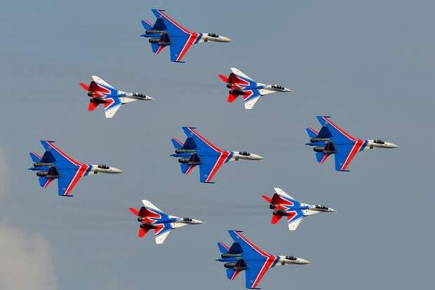 Группы высшего пилотажа «Русские витязи» и «Стрижи» завершили подготовку к масштабному авиашоу в Кубинке