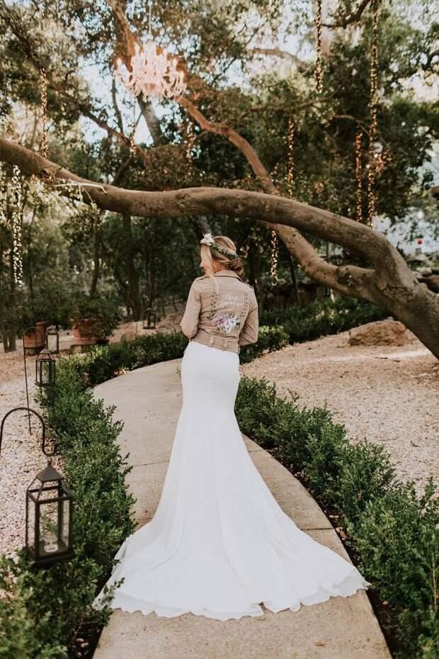 косуха со свадебным платьем