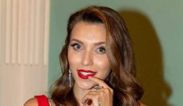 «Стремление кормить грудью»: появилось фото Тодоренко с округлившимся животом
