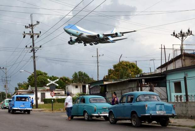 Самолёт над Гаваной