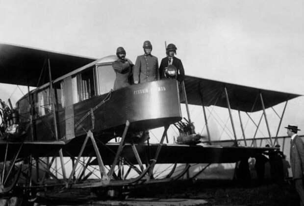 """На фото авиаторы Сикорский, Геннер и Каульбарс на борту самолета """"Русский витязь"""", 1913 год изобретения, первые в мире изобрели, русские изобретатели, фото"""