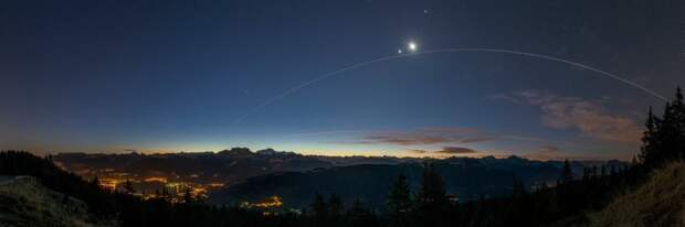 Венера, Луна
