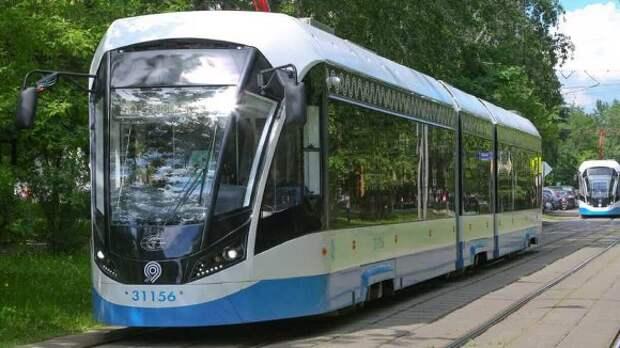 Женщина-таксист протаранила трамвай в Москве