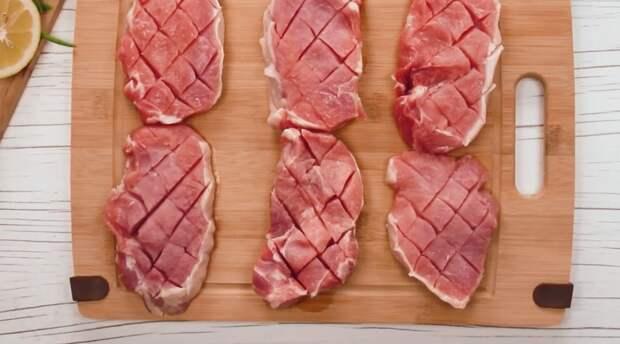 Секрет самого вкусного запеченного мяса в способе маринования и одном интересном ингредиенте