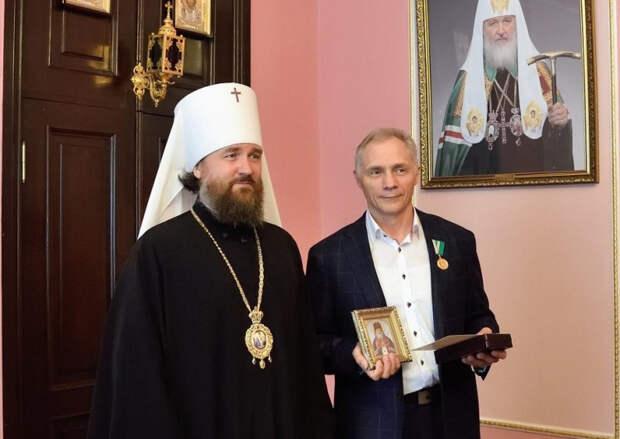 Митрополит Григорий наградил кубанских медиков за борьбу с коронавирусом