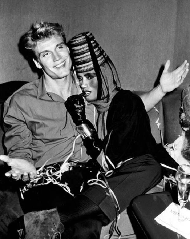Сладкая парочка: «универсальный солдат» Дольф Лундгрен и непокорная Грейс Джонс на фото разных лет
