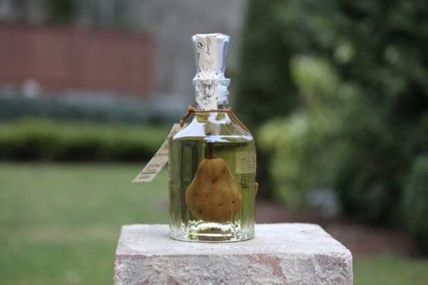 Как засунуть грушу в бутылку?