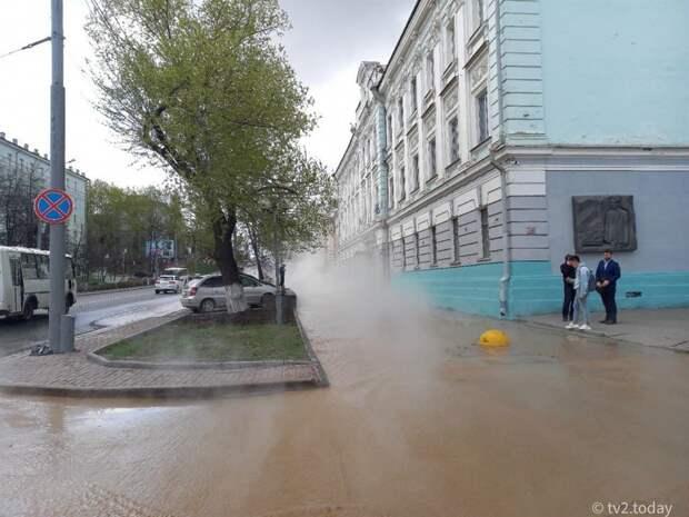 В Томске на проспекте Ленина прорвало трубу с кипятком