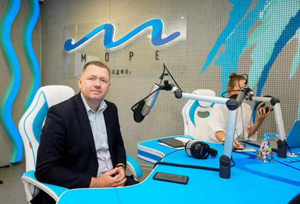 Афанасьев поздравил коллектив радио «Море» с пятилетием с начала вещания