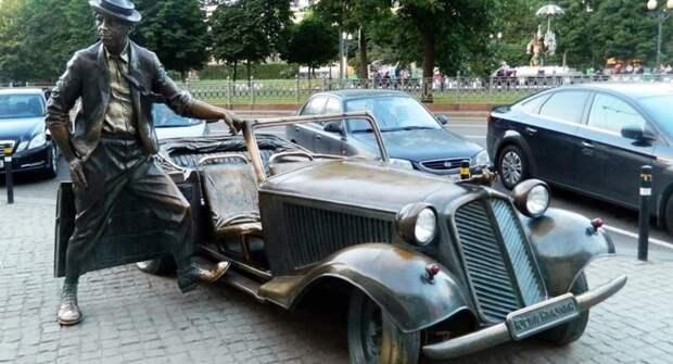 Памятники в России, посвященные автомобилестроению
