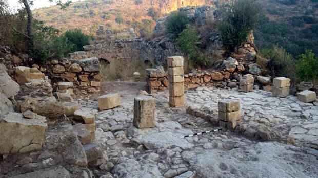 Тевтонский орден на Святой земле: археологи нашли настольную игру крестоносцев и следы последнего сражения