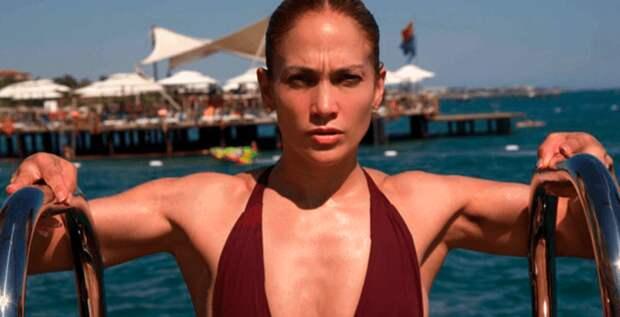 Дженнифер Лопес шикарно выглядит в купальнике
