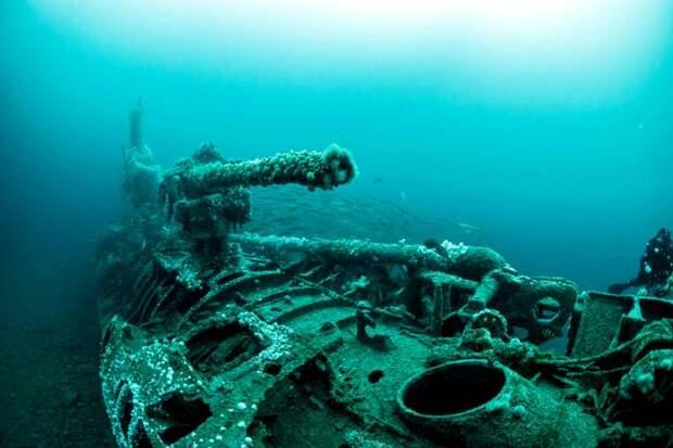 Неизвестная субмарина, оставшаяся на вечной стоянке на дне. /Фото: thesun.co.uk