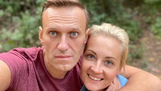 Юлия Навальная убежала от журналистов на незаконном митинге в Москве