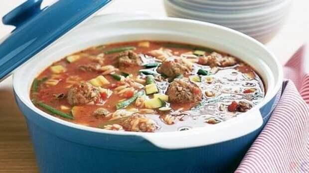 Суп с фрикадельками - блюдо, перед которым сложно устоять.