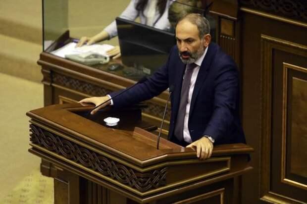 Пашинян объяснил, почему обратился к Путину за военной помощью