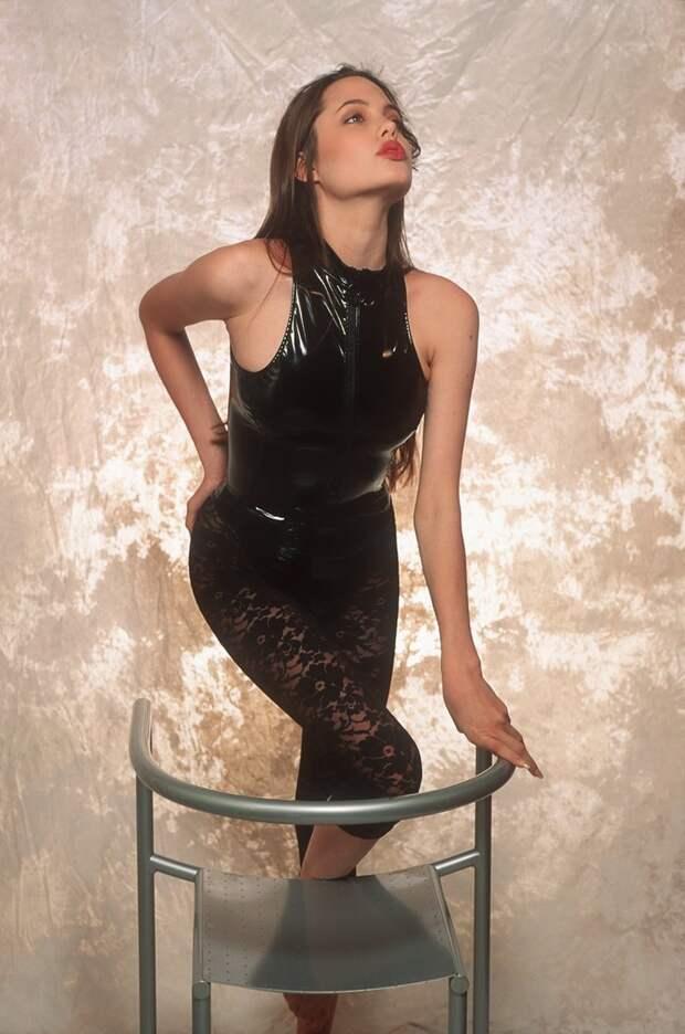 16-летняя Анджелина Джоли в фотосессии Шона Маккола