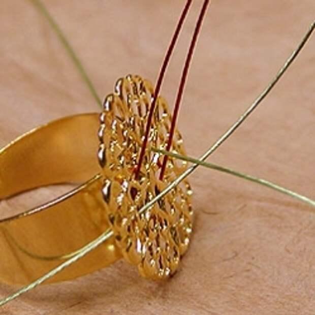 Кольцо в технике фриформ из бусин и бисера - фотоМК