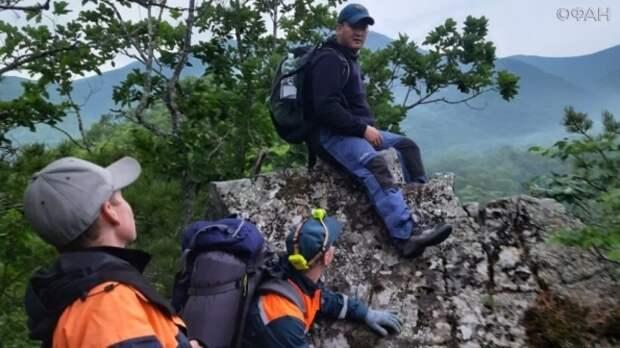 Спасатели всю ночь искали подростка пропавшего при спуске с горы в Приморье