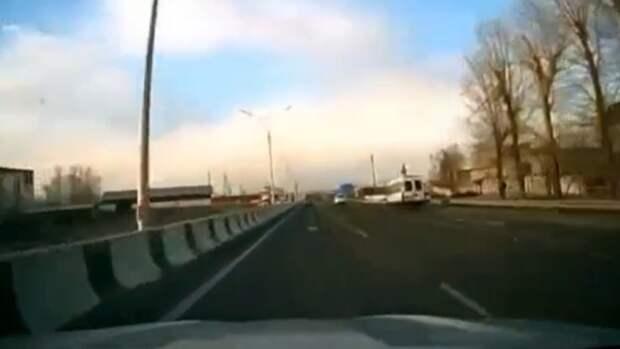 На алтайской трассе водитель увёл авто в кювет, чтобы не сбить собаку
