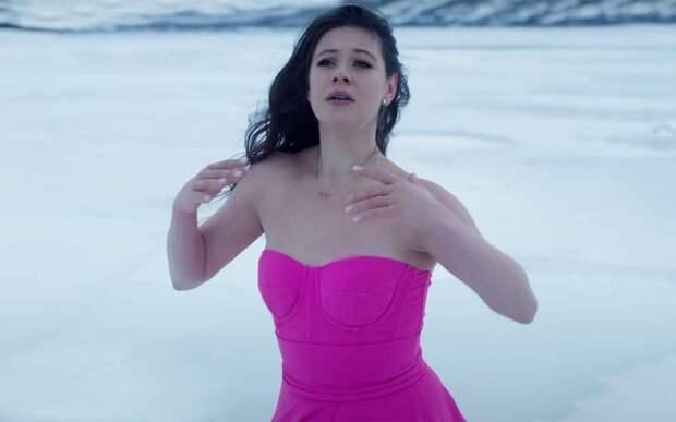 Елена Ильиных снялась в невероятно красивом и чувственном клипе певицы Сиа: видео