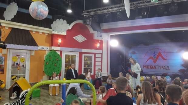 Прямо сейчас в эфире телеканала «Крым 24» Сергей Аксёнов отвечает на вопросы маленьких крымчан