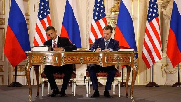 ДСНВ был подписан президентами Дмитрием Медведевым и Бараком Обамой 8 апреля 2010 года в Праге