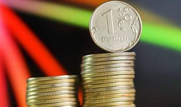 Рубль прибавляет к доллару и снижается к евро, отыгрывая динамику форекса