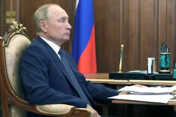 Путин внес в Думу проект о запрете второго гражданства для госслужащих