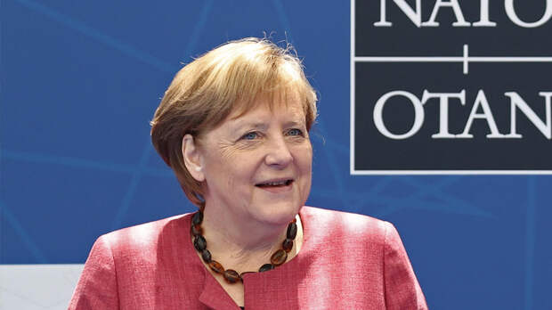 Меркель пожаловалась, что Москва видит в НАТО противника