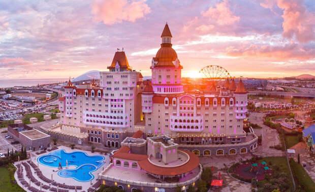 В преддверии летних отпусков сочинские отели подорожали на 90%