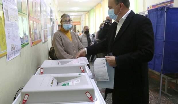Владислав Пинаев, Евгений Куйвашев и другие чиновники приняли участие в голосовании