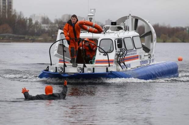 Московские спасатели сообщили о сходе льда