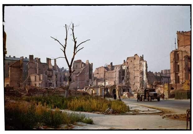Warsaw after World War II, in August 1947 (6)