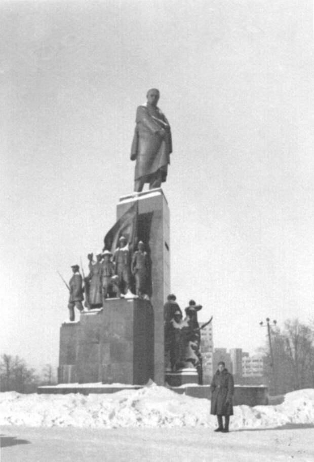 Монумент Тараса Шевченко в оккупированном Харькове