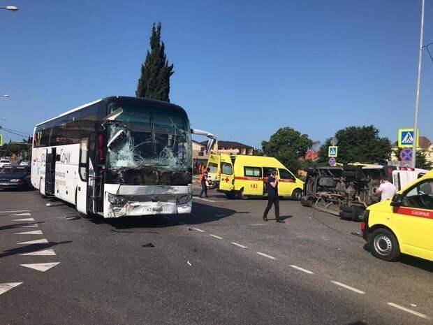 СК начал проверку после аварии двух автобусов в Сочи